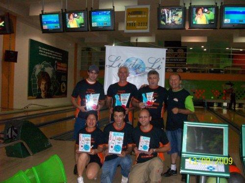 e-d em pé: Vitor, Claudecir, Luis, Moacir (proprietário). Agachados: Aline, Nei, Fábio