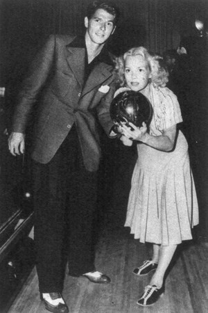ronald_reagan_and_jane_wyman_bowling