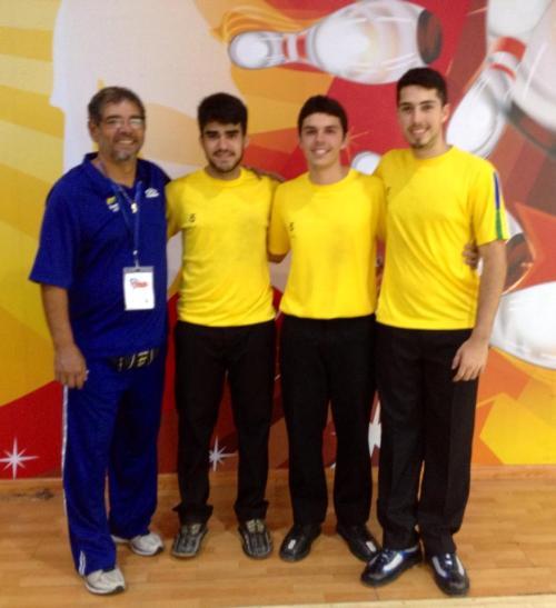 (e-d) Benê Villa (coach), João Izaias Neto, Thiago Felicetti e Bruno Costa