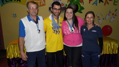 Geraldo Couto (Clube Pinheiros), Renan Zoghaib (Campeão), Roberta Rodrigues (Campeã), Suzy Azevedo (FPBOL)